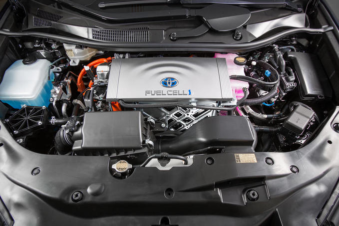 2016_Toyota_Fuel_Cell_Vehicle_009