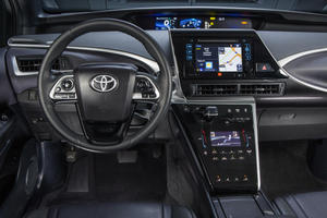 2016_Toyota_Fuel_Cell_Vehicle_011