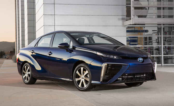 2016_Toyota_Fuel_Cell_Vehicle_main