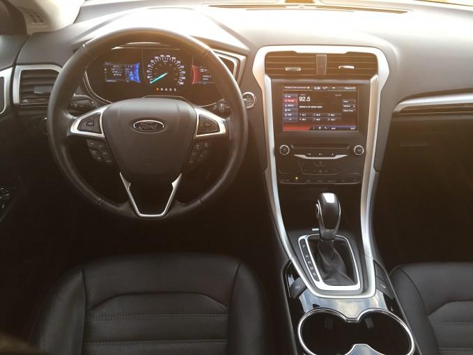 2015-Ford-Fusion-SE-4
