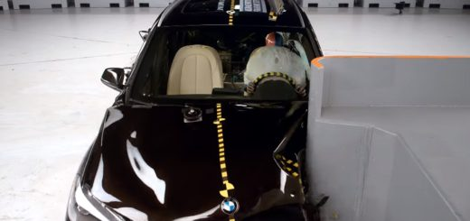 2016 BMW X1 small overlap IIHS crash test